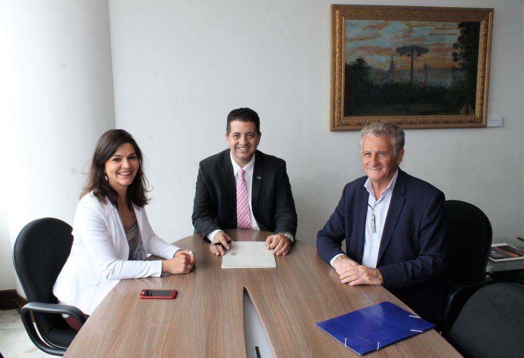 Deputado Cobra Repórter e o prefeito de Sertanópolis, Aleocidio Balzanelo (4)